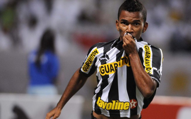 Gerente de futebol do São Luiz confirma interesse em atacante que atuou no Botafogo