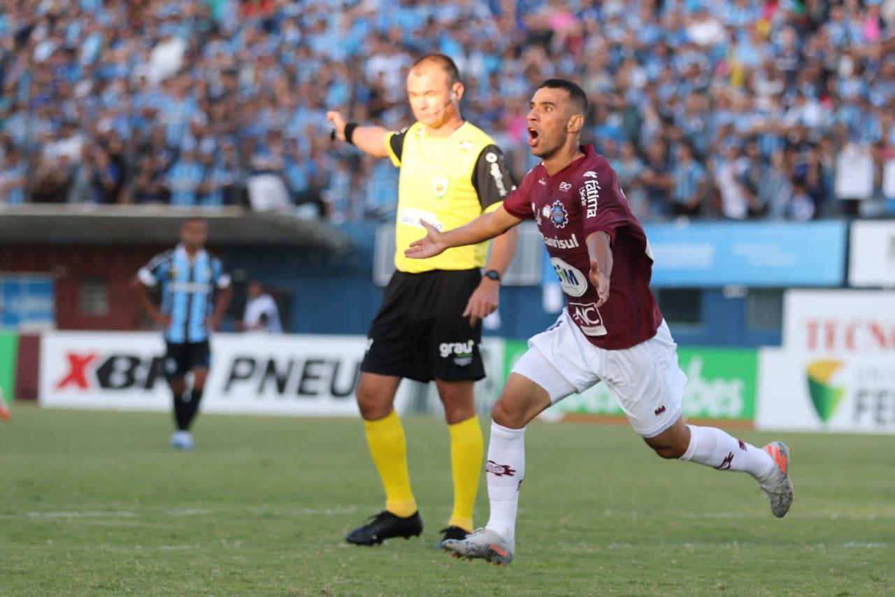 Caxias vence o Grêmio e conquista primeiro turno do gauchão