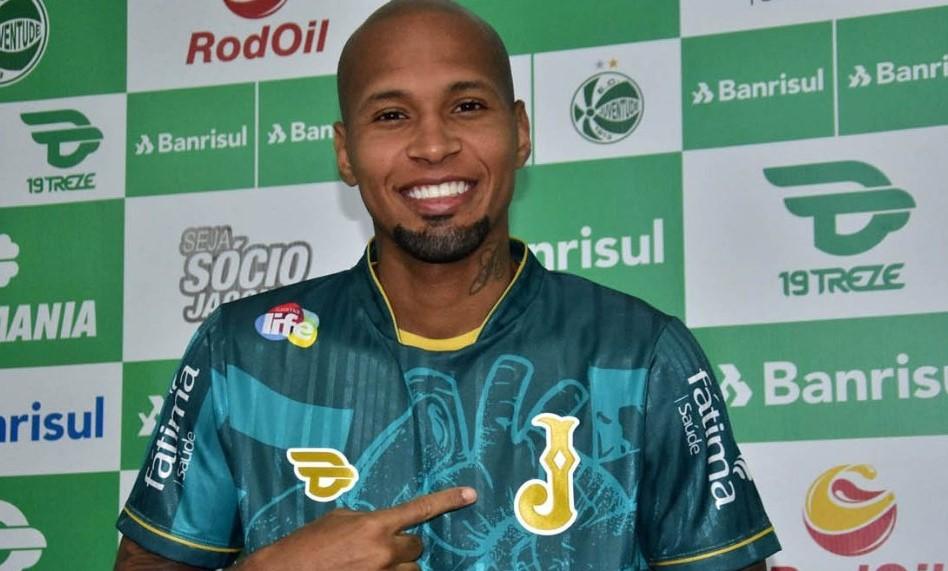 Juventude confirma a contratação do lateral Wellington Silva