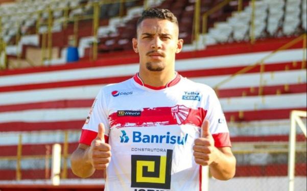Zagueiro Kesley fala do desafio de defender o São Luiz