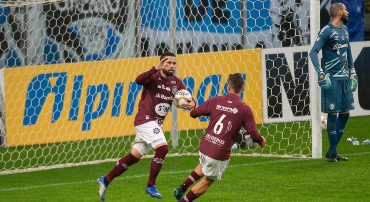 Caxias luta mas Grêmio conquista o tricampeonato gaúcho