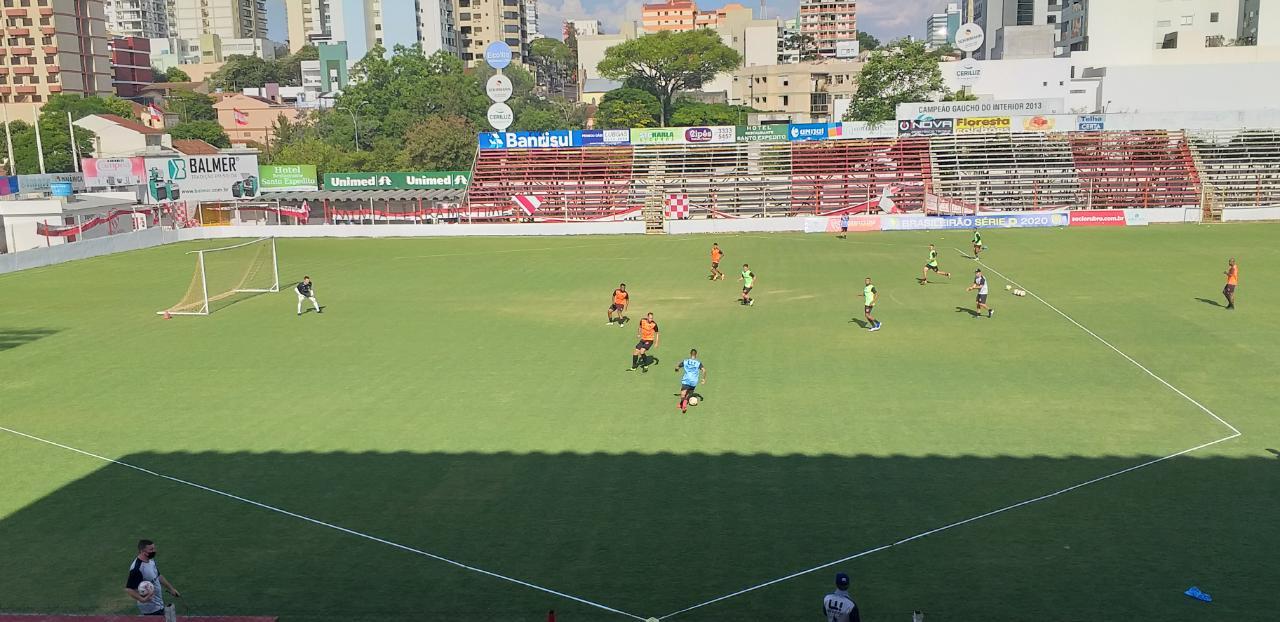 Técnico Paulo Henrique Marques testa alternativas no São Luiz para o duelo contra o Tubarão