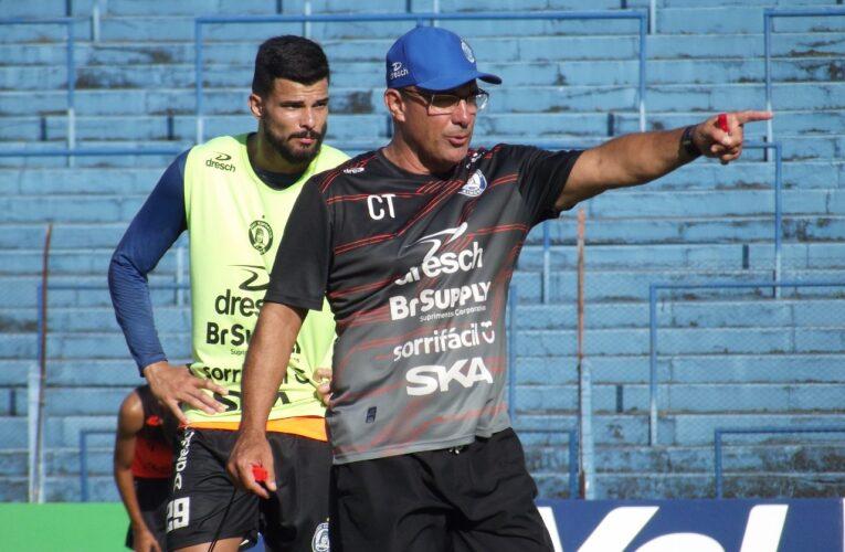 Hélio Vieira assume o comando técnico do São José