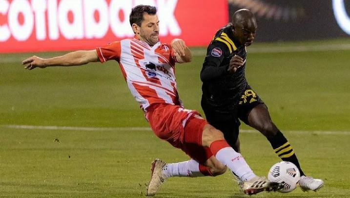 Zagueiro Rodrigo Bronzatti afirma que ainda tem sonhos no futebol