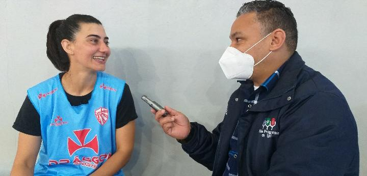 Treino da Escolinha do São Luiz conta com a presença da melhor do mundo